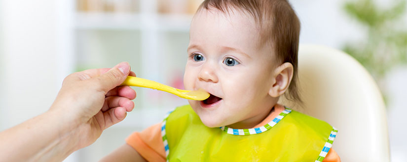 The Differences Between Oatmeal and Rice Cereal For Babies
